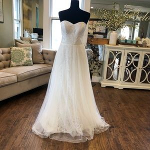 Alfred Angelo sample gown!! Size 10!